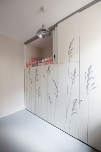 544efd1ae58ece63a80000be_tiny-apartment-in-paris-kitoko-studio_img_9345